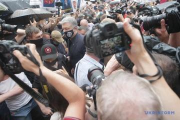 Gericht verschiebt Wahl der Unterbindungsmaßnahme für Poroschenko auf 1. Juli