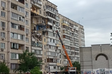 Zelensky hands over keys to new apartments to people who suffer from building explosion