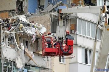 Cinco fallecidos tras la explosión en un edificio de apartamentos en Kyiv