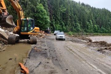 Überschwemmungen in Vorkarpaten-Region: Fluss Dnister tritt über, Straßen stehen unter Wasser