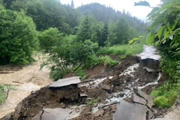 Erdrutsch zerstört Wasserleitung: Stadt Jaremtsche ohne Wasser