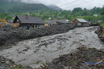 Hochwasser in Transkarpatien: Rettungskräfte warnen vor weiterer Hebung des Wasserspiegels