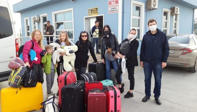 Понад 70 українців повертаються поромом з Туреччини
