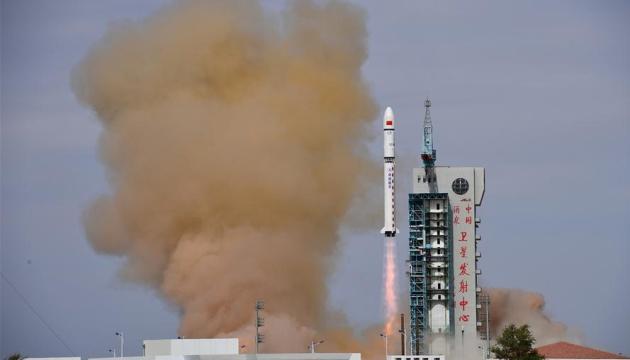 Китай відправив на орбіту два супутники