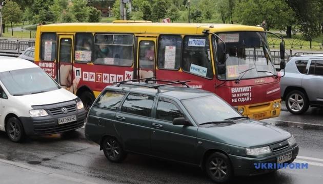 На дорогах Києва утворилися великі затори
