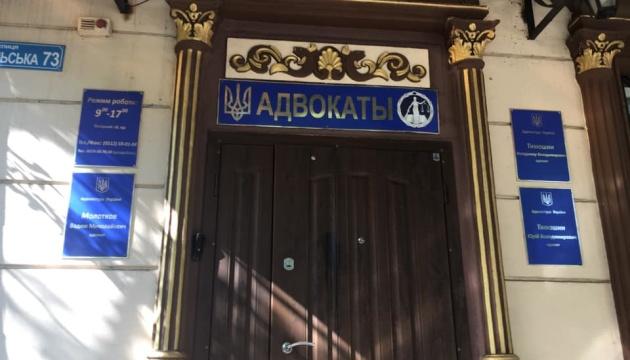 У Миколаєві вночі намагалися підпалити офіс відомого адвоката