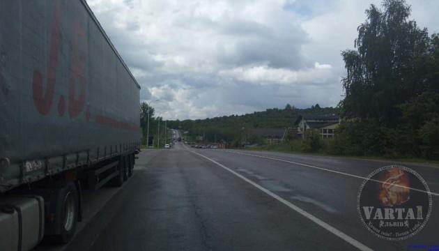 Через створення Львівської ОТГ в області блокують дороги