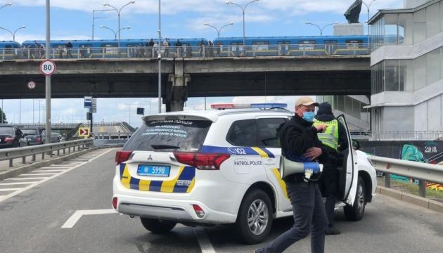 Полиция задержала мужчину, который угрожал взорвать мост Метро