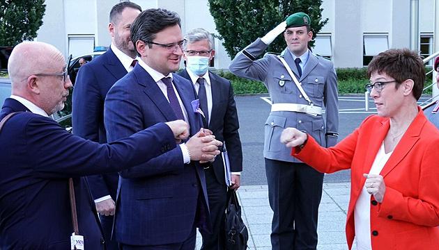 Украинская делегация начала визит в Берлин с переговоров в Минобороны