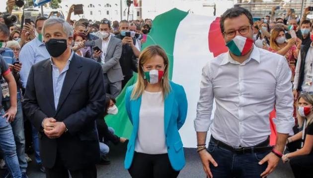 Без дотримання дистанції: в Італії