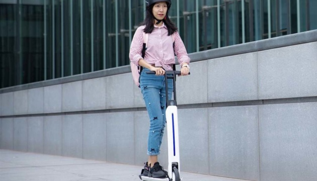 В Китае представили футуристический электросамокат