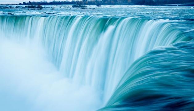 Ниагарский водопад на час выключал подсветку из-за протестов в США