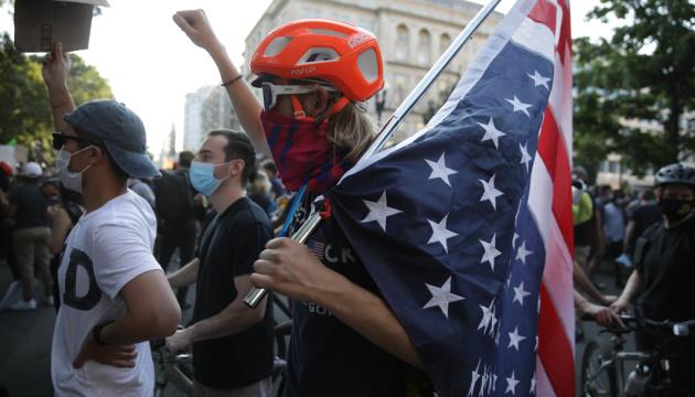 Учасників протестів у США закликали пройти додаткове тестування на COVID-19