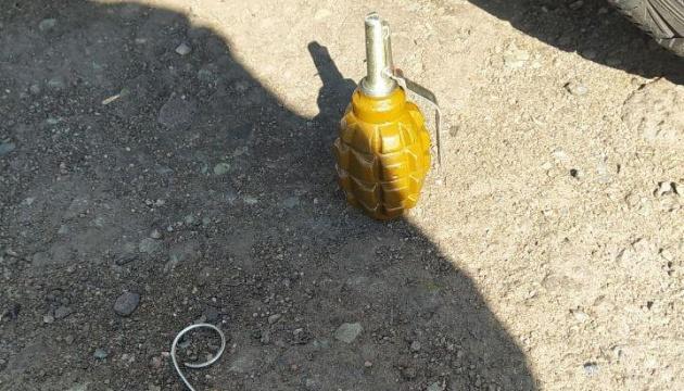 Под Никополем мужчина угрожал взорвать гранатой полицейских