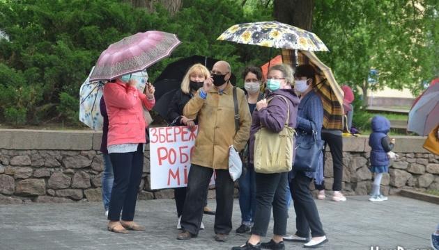 У Миколаєві мітингують працівники санаторію через борги по зарплаті