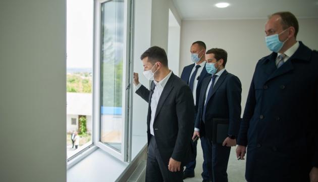 Зеленский хочет добавить студенческие общежития в проект