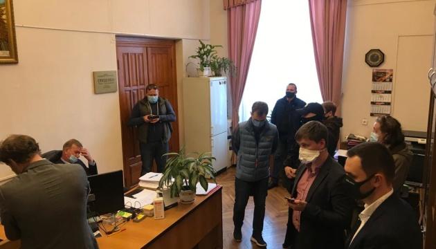 Обшуки в університеті Шевченка: поліція розповіла деталі