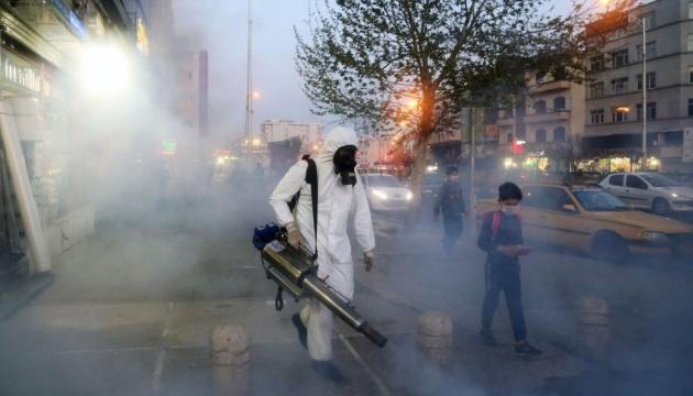 В Иране количество случаев коронавируса в сутки уже не превышает 3000