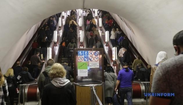 Метро Києва обмежить вхід на кількох станціях - побільшало пасажирів