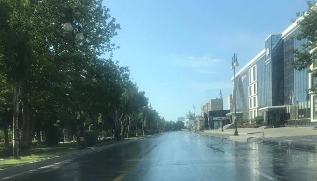 """Азербайджан на выходные усилил карантин до """"полной изоляции дома"""""""