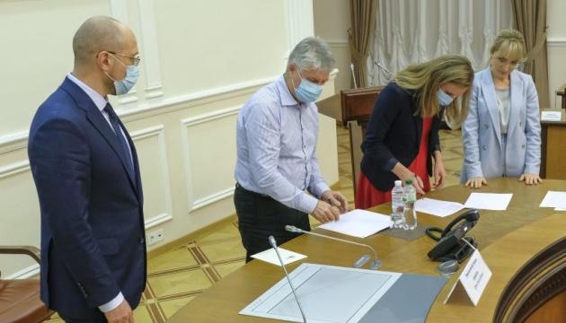 Кабмін підписав меморандум з виробниками