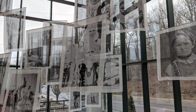 В США показали інсталяцію Лесі Марущак з проєкту про Голодомор та інтернованих українців
