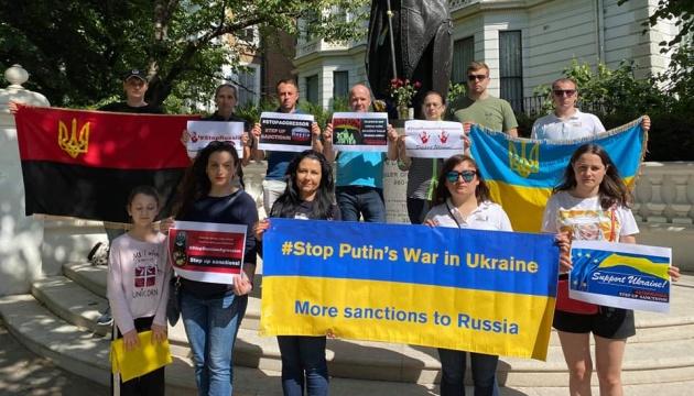 У Європі активісти вимагають посилення антиросійських санкцій
