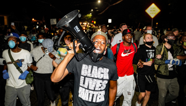 Протести у США: на марші у Вісконсіні вимагали припинити поліцейське насильство