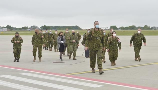 В Украину прибыли 90 военных инструкторов из Канады
