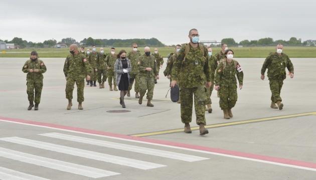 Ninety Canadian military instructors arrive in Ukraine