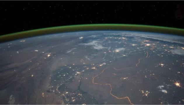 """Над Марсом помітили зелений серпанок із """"підсвіткою"""""""