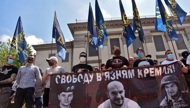 Під посольством РФ активісти вимагають інформації про в'язнів Кремля