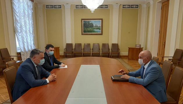 Лукашенко передав Зеленському білоруські вишиванки