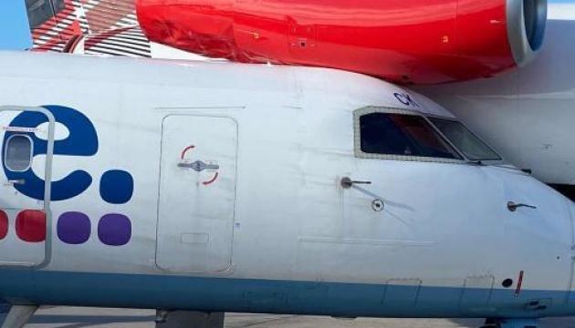 В аэропорту Шотландии столкнулись самолеты