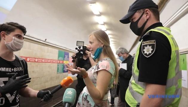 У київському метро перевірили, чи пасажири в масках