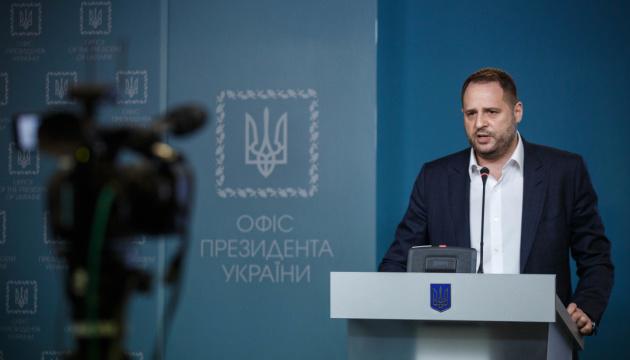 Єрмак: Ні про яке зняття санкцій з Росії сьогодні мова йти не може