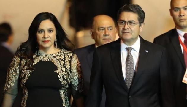 Президент Гондурасу з дружиною захворіли на COVID-19