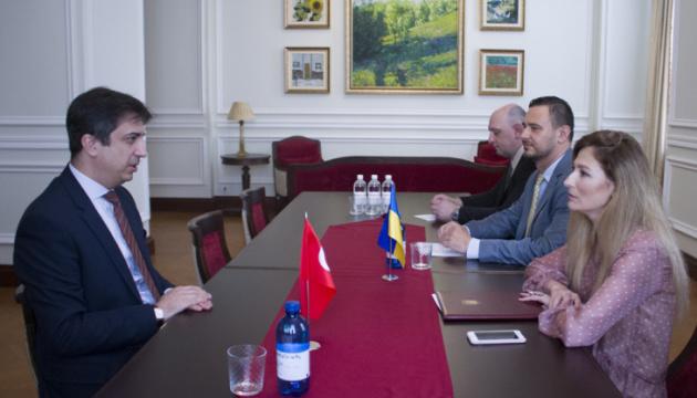 Анкара постійно порушує тему Криму під час контактів з РФ — посол Туреччини