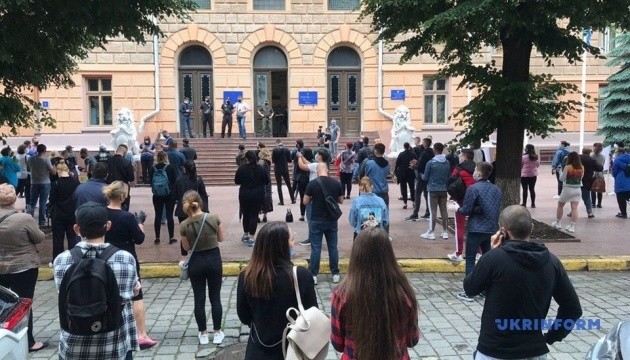 У Чернівцях під будівлею ОДА протестують ресторатори