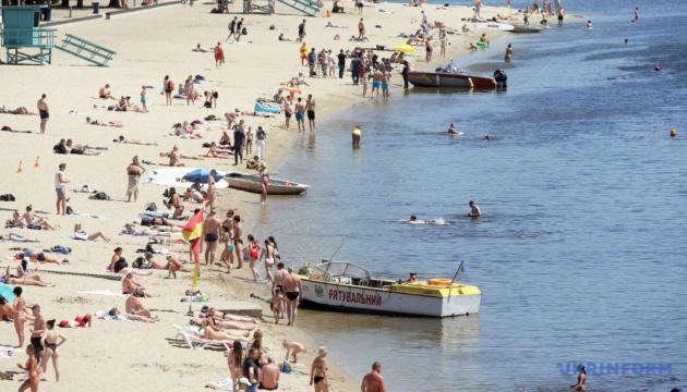 Київські пляжі відкрили для купання