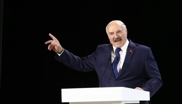 Лукашенко объяснил, почему не уходит с поста президента