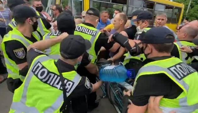 На протестувальників з Русанівських садів склали сім протоколів за блокування руху