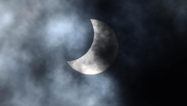 Сьогодні на Землі спостерігали кільцеподібне затемнення Сонця