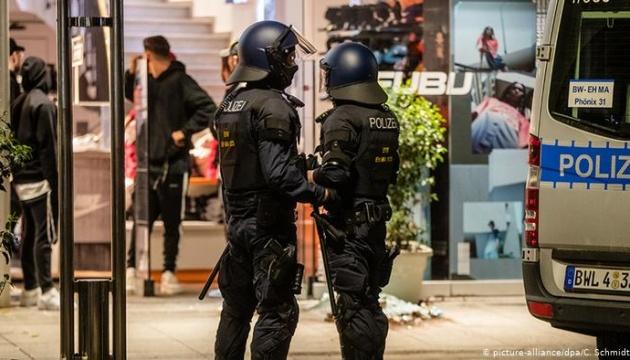 Нічний погром у Штутгарті: розграбовані магазини, поранені поліцейські та арешти