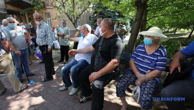 Біля диспансеру у Харкові сталися сутички між поліцією та чорнобильцями