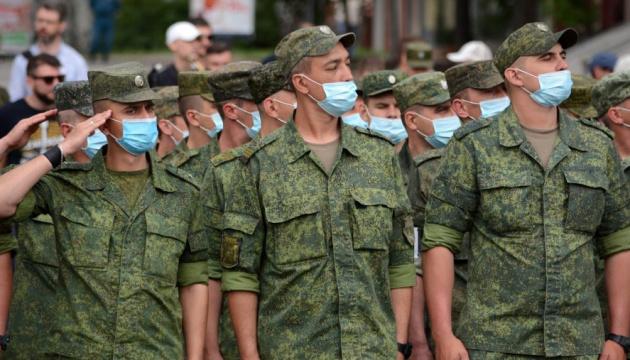 Парад в окупації та коронавірус: сьогодні строєм по вулицях, а завтра – в інфекційку