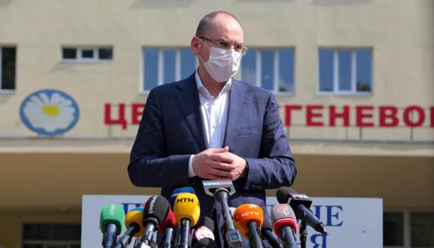 Степанов назвал достойную зарплату для медиков в Украине
