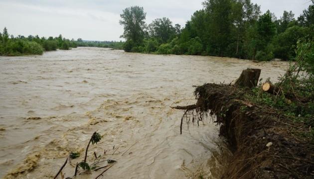 Непогода в Украине: подтоплены 285 населенных пунктов, разрушены 64 моста