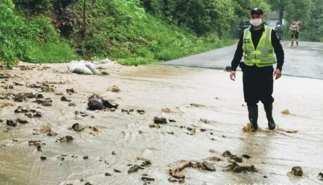 Негода на Прикарпатті: підтоплені 73 населені пункти, зруйновані шість мостів