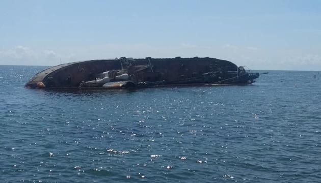 З танкера Delfi знову витікають нафтопродукти